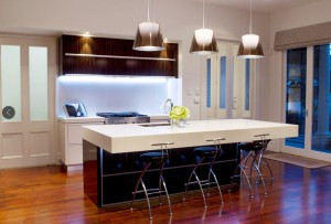 10 Interior Design Ideas Make Your Small Kitchen Look Amazing and Bigger on A Budget-Choose the right backsplash